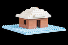 Casa construída de blocos de apartamentos do brinquedo Fotografia de Stock Royalty Free