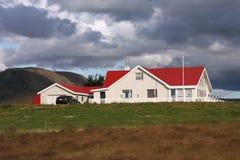 Casa coperta rossa Immagine Stock