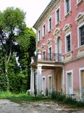 Casa cor-de-rosa velha fotografia de stock