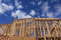 Casa in costruzione con stanza per la copia Immagini Stock Libere da Diritti