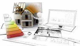 casa 3D e computer con i piani - alcuni nella fase di schizzo Fotografie Stock