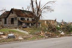 Casa dañada tornado Joplin MES Foto de archivo