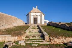 Casa DA Agua, een de 18de eeuwfontein en een reservoir voor de pelgrims die van Nossa Senhora do Cabo Sanctuary wordt gebouwd royalty-vrije stock afbeelding