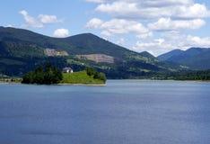 Casa da beira do lago Imagem de Stock Royalty Free
