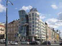 Casa da dança na terraplenagem de Vistula em Praga foto de stock