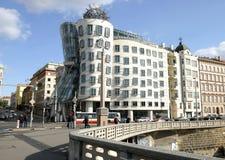 Casa da dança na terraplenagem de Vistula em Praga foto de stock royalty free