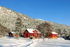 Casa da exploração agrícola de Noruega imagem de stock royalty free