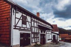 Casa da exploração agrícola na vila Fotografia de Stock
