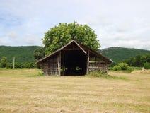 Casa da exploração agrícola no país foto de stock