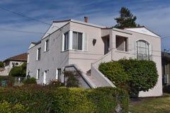 Casa da família de duas histórias única com escadas Imagem de Stock