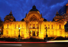 Casa da finança e da economia na noite, Romania Fotografia de Stock Royalty Free
