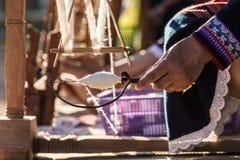 Casa da linha do algodão da rotação feita em tradicional imagens de stock