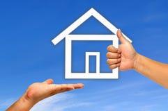Casa da mão e do ícone Imagem de Stock Royalty Free