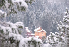 Casa da montanha do inverno Foto de Stock Royalty Free