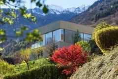Casa da montanha no cimento imagem de stock