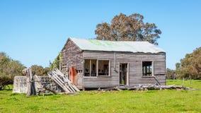 Casa da quinta australiana abandonada Foto de Stock