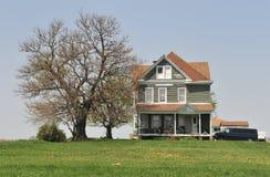 Casa da quinta e árvore Imagem de Stock Royalty Free
