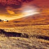 Casa da quinta em uma luz místico imagens de stock royalty free