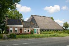 Casa da quinta holandesa típica Fotos de Stock