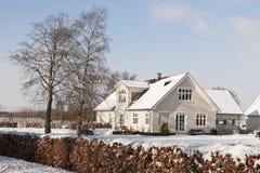 Casa da quinta na neve Imagem de Stock Royalty Free