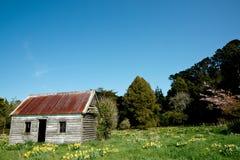 Casa da quinta velha abandonada. imagem de stock