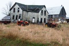 Casa da quinta velha da exploração agrícola de leiteria de Wisconsin Fotos de Stock