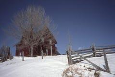 Casa da quinta velha no inverno Fotos de Stock