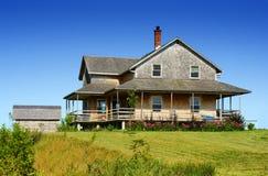 Casa da telha do cedro fotografia de stock royalty free