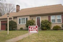 Casa da vendere dal proprietario Fotografie Stock Libere da Diritti