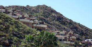 Casa da vizinhança do monte de Los Cabos México no cabo San Lucas das montanhas fotografia de stock