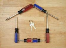 Casa dada forma por Chave de fenda e por chaves Fotos de Stock
