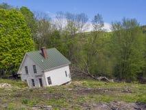 Casa danificada por águas da inundação fotografia de stock