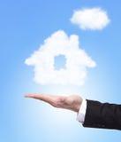 Casa das nuvens na mão Fotos de Stock Royalty Free