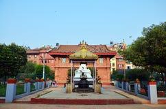 Casa de ídolo chino de dios en el centro del cuadrado de Patan Durbar Foto de archivo libre de regalías