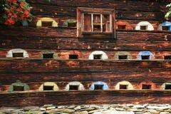 Casa de abeja en las montañas en Austria en el verano Fotos de archivo libres de regalías