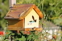Casa de abeja hecha en casa para Mason Bees Imágenes de archivo libres de regalías