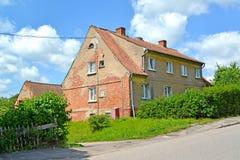 A casa de apartamento da construção alemão em Karl Marx Street Gvardeysk, região de Kaliningrad Fotos de Stock Royalty Free