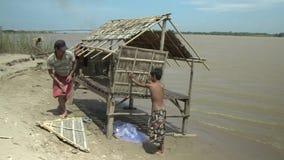 Casa de bambu, mekong, cambodia, 3Sudeste Asiático video estoque