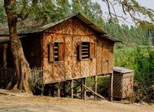 Casa de bambu tradicional em Mandalay, Myanmar fotos de stock