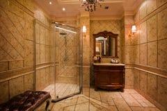 A casa de banho com chuveiro fotos de stock royalty free