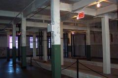 Casa de banho com chuveiro da prisão de Alcatraz fotografia de stock royalty free