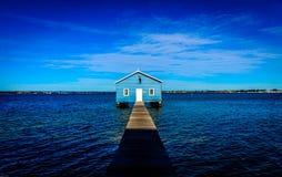 Casa de barco azul fotografia de stock royalty free