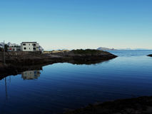 Casa de barco Noruega da pesca do porto Círculo polar noruega Fotografia de Stock Royalty Free