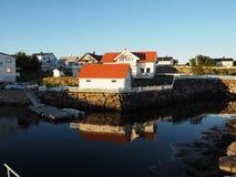Casa de barco Noruega da pesca do porto Círculo polar noruega Imagem de Stock