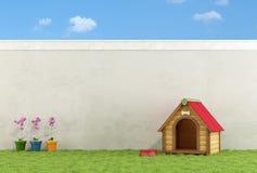 A casa de cão no jardim Fotos de Stock
