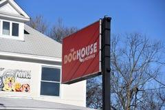 Casa de cachorro Memphis Boarding, preparação e guarda foto de stock royalty free