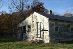 Casa de campo abandonada Imagem de Stock Royalty Free