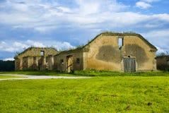 Casa de campo abandonada velha Imagens de Stock Royalty Free