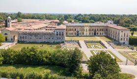 Casa de campo Arconati, Castellazzo, Bollate, Milão, Itália Silhueta do homem de negócio Cowering Casa de campo Arconati, Castell Imagens de Stock