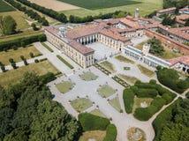 Casa de campo Arconati, Castellazzo, Bollate, Milão, Itália Silhueta do homem de negócio Cowering Casa de campo Arconati, Castell Foto de Stock